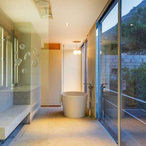 En-suite to master bedroom; 2 on HILDENE - Tamboerskloof