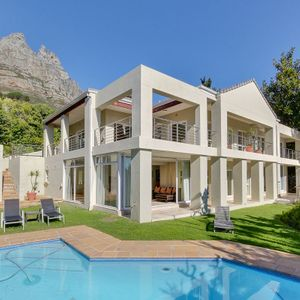 Exterior & Garden area; 100 ON GENEVA - Camps Bay