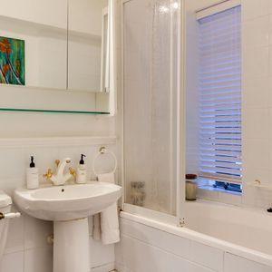 Bathroom; Águila Views - Camps Bay