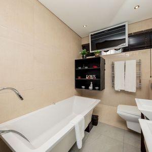 En-suite bathroom; OCEAN JAZZ -Camps Bay