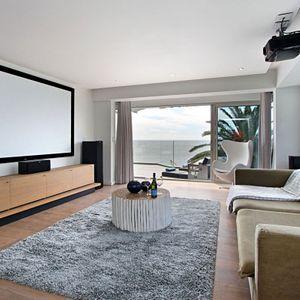 TV; Hougthon Penthouse - Bakoven