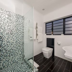 Shared bathroom; SUNSET BLISS - Camps Bay