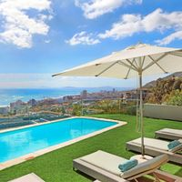 Villa Stanleon in Bantry Bay accommodation